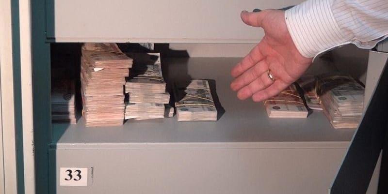 Сделка купли-продажи квартиры через банковскую ячейку: порядок оформления